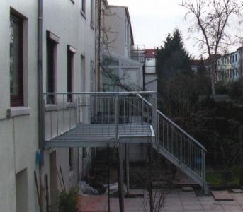 Balkon-mit-Treppe_g